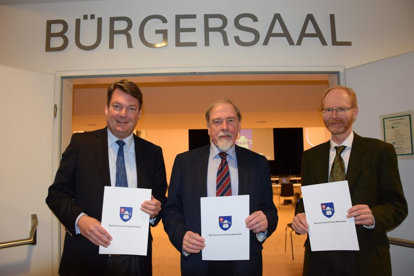 Präsidium der Bezirksversammlung Wandsbek: Philip Buse, Peter Pape und Joachim Nack (von links), Foto: Geschäftsstelle der Bezirksversammlung Wandsbek