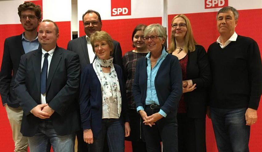 SPD-Kandidat/innen im Wahlkreis 8. Von links: Erik Krüger (Platz 6), Sascha Voigt (Platz 8), Frank Rieken (Platz 2), Marlies Riebe (Platz 1), Tina Heck (Platz 5), Monika Drews (Platz 7), Stephanie Baumgärtl (Platz 3), Nesamuddin Saadat (Platz 4); Foto: SPD