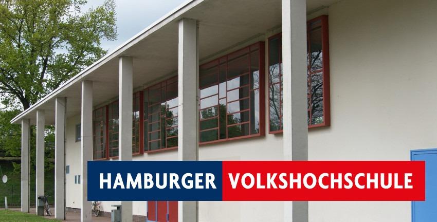 Volkshochschule Hamburg, Logo vor der Karl-Schneider-Halle in Hamburg-Farmsen-Berne. Hintergrundbild: UserWmeinhart - Wolfgang Meinhart, Hamburg - Eigenes Werk, CC BY-SA 3.0, https://commons.wikimedia.org/w/index.php?curid=10361392.jpg