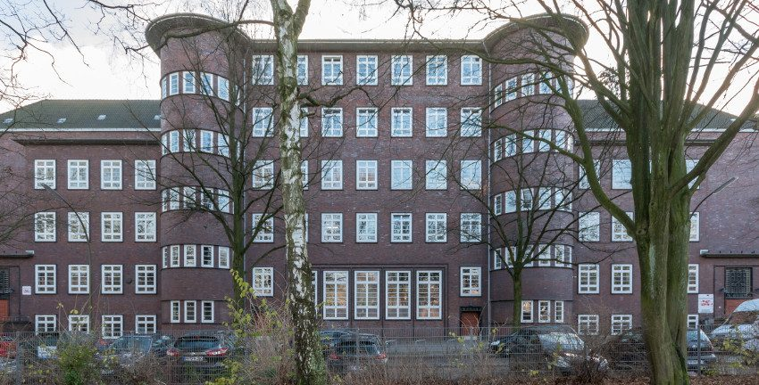 Schule Langenfort (Hamburg-Barmbek-Nord), 17.12.2017 (Ausschnitt), Bild: © Ajepbah / Wikimedia Commons, CC BY-SA 3.0 de, https://commons.wikimedia.org/w/index.php?curid=72774698