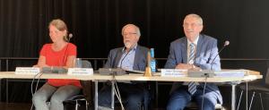 Präsidium der Bezirksversammlung Wandsbek. V.l.n.r.: Katja Rosenbohm (Grüne), Peter Pape (Vorsitzender, SPD), Eckard Graage (CDU); Foto: Marc Buttler
