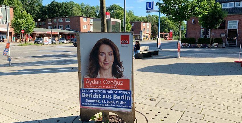 """Werbung für den 83. Oldenfelder Frühschoppen """"Bericht aus Berlin"""" mit Aydan Özoğuz am 23.06.19 am Bahnhof Berne, Hamburg"""