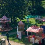 Aufbau des Familienfestes der Gartenstadt Hamburg eG im August 2019; Foto: Marc Buttler