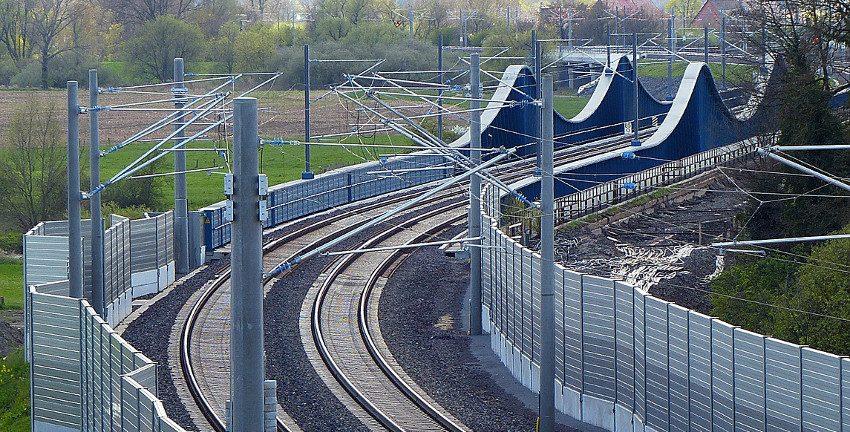 Schienen und Lärmschutzwände, Foto: bernswaelz/pixabay.com