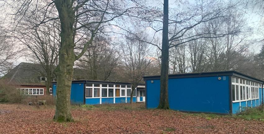 Ehemalige Schulpavillons der Schule Lienaustraße und das Gruppenheim Berner Allee 66 in Farmsen-Berne (2019); Foto: Marc Buttler