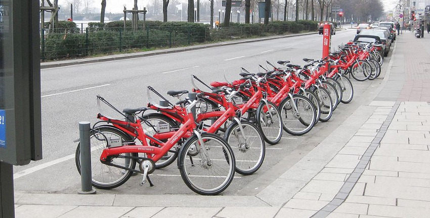 StadtRAD, Fahrradverleihstation in Hamburg (2011); Foto: Sir James, commons.wikimedia.org [CC_BY-SA_3.0]