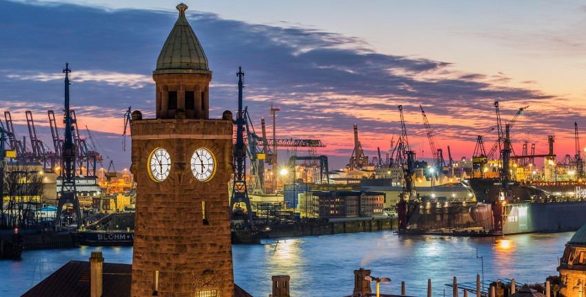 Hamburg, Landungsbrücken, Bild von Karsten Bergmann auf Pixabay