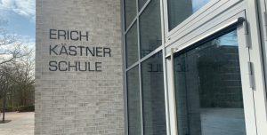 Schulgebäude der Erich-Kästner-Schule in Hamburg-Farmsen-Berne (Foto: Marc Buttler, 04/2020)