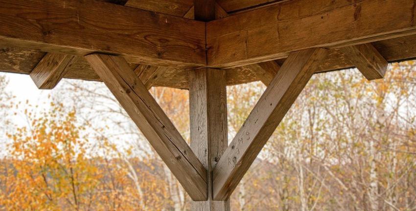 Holzbau (Bild: Manfred Antranias Zimmer/ Pixabay)