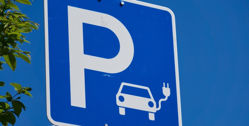 Parkplatz; Foto: Markus Distelrath/Pixabay